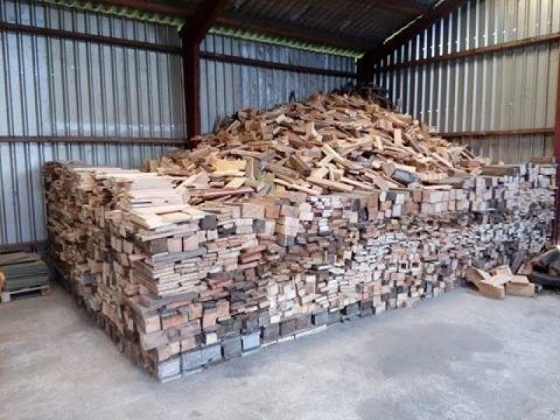 Brænde - åbrinken 3 - 100% tørt Brænde lavet af paller og nedbrydning træ savet i 30—40 cm fyld en alm trailer for kun 300 kr på adressen eller kan leveres hos kunden for en mer pris indenfor en radius af 60 km Priser: En normal trailer med orginal side for - åbrinken 3
