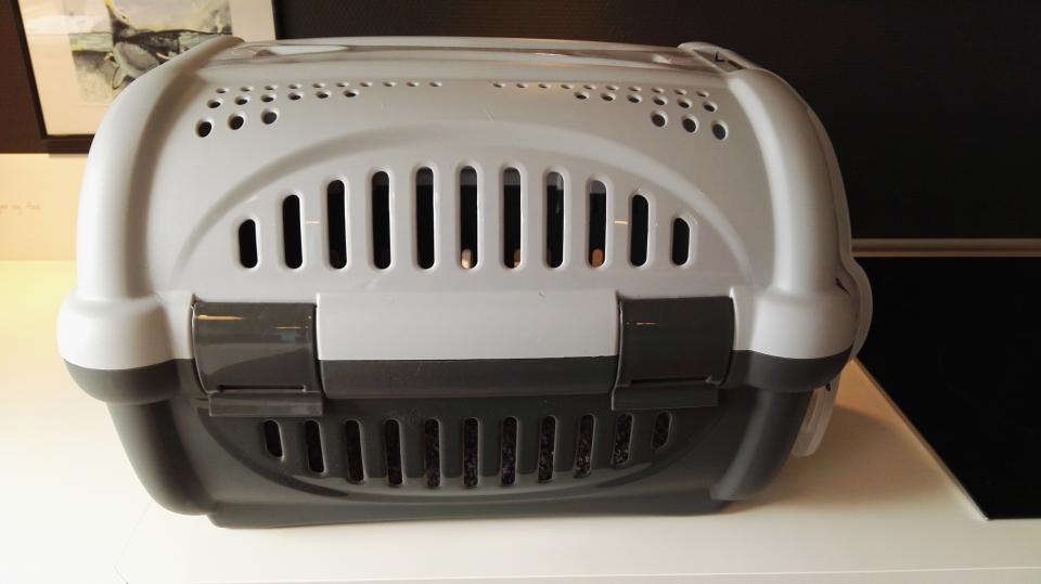 Transportkasse hund/kat - Rosenhaven 26 - Super fin transport kasse til lille hund/hvalp eller kat. Kun brugt få gange. - Rosenhaven 26