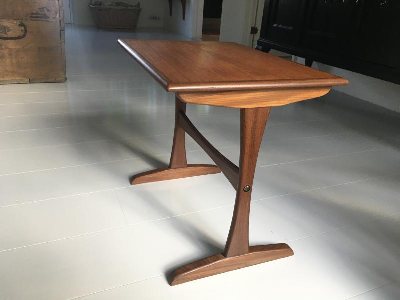 Teaktræsbord - Danmark - Fint lille bord H 43, L 48, B 35 - Danmark