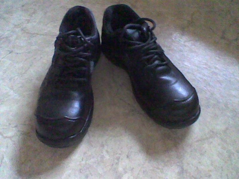 """Sikkerheds sko og alm. træsko - Balling - """"Brynje sikkerhedssko størrelse 39, aldrig brugt. Har også alm. træsko i størrelse, 45 , 46 og 47, til billige penge, prisen snakker vi om. Jeg har også fine alm. sko i størrelse 44 og 45. Kom gerne og se og prøv om de passer. - Balling"""