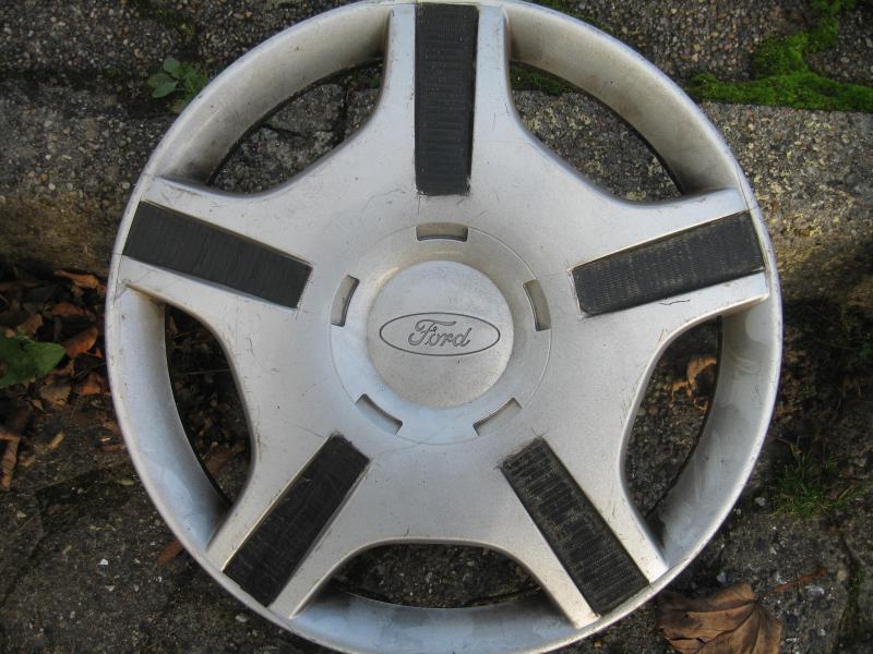Originale Ford hjulkapsler - Søndergade 28 - 4 stk. heldækkende hjulkapsler der passer til 14 tommer hjul. Prisen er for alle 4. - Søndergade 28