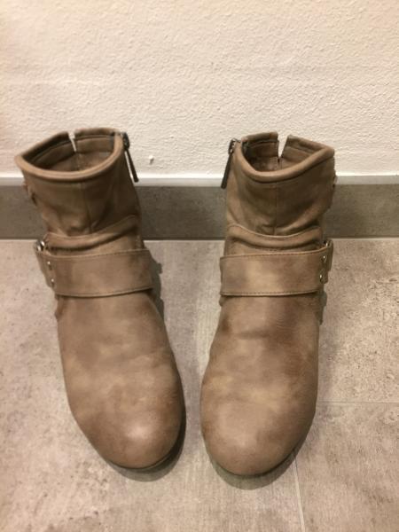 Kort Støvle - Møllebakken 36 - Kort støvler STR. 36 sandfarvet Brugt få gange. Giv et bud - Møllebakken 36