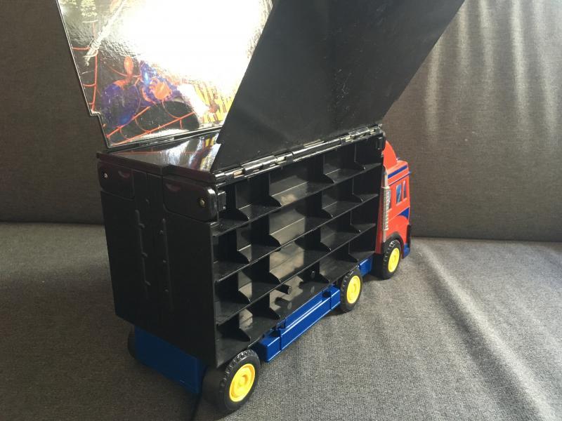 Spiderman lastbil - Danmark - Lastbil der kan åbnes og har plads til opbevaring af små biler. - Danmark
