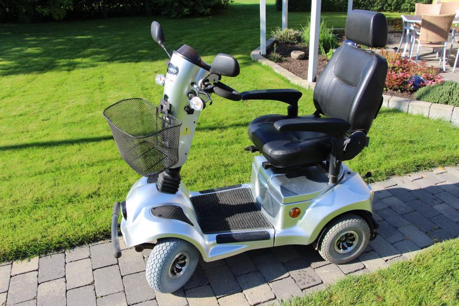 Jupiter Easy Go L4 - Kirkegade 3 - Velholdt el-scooter fra 11/2012, 2 nye fordæk, nye kvalitets- batterier (Tyske Sonnenschein). Max hastighed 15 km/t. Ny pris kr. 25.595,00 - Kirkegade 3