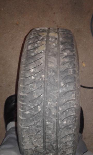 sommerdæk - ålbækvej 58 - 5 sommerdæk med fælge 185 65 14 med Michelin dæk på ca 3-4 mm tilbage har sat på en Toyota carina - ålbækvej 58