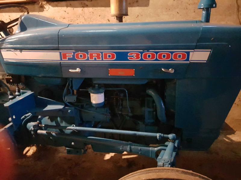 Ford 3000 - Vejsmarkvej 10 - Ford 3000 i rigtig god stand. Der følger et førerhus med, der skal renoveres lidt. - Vejsmarkvej 10