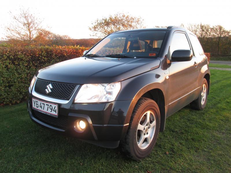 Suzuki Grand Vitara personbil - Dragshøjvej 3 - Nysynet 27-11-2017 uden bemærkninger, årg 2006, kun kørt 147.000 km, fuldaut. klima, aftag. træk ( 1600 kg m/bremser ), 4×4, fjernb. c.lås, 16″ alufælge, el-ruder, el-spejle m/varme, cd/radio, isofix, splitbagsæde, kørecomputer - Dragshøjvej 3