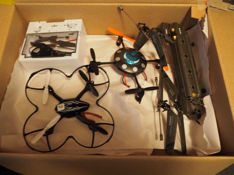 droner - Fyrrevænget 29 - samling af små droner og helikopter med batt og styring pr stk 150kr sælges enkeltvis eller samlet. - Fyrrevænget 29