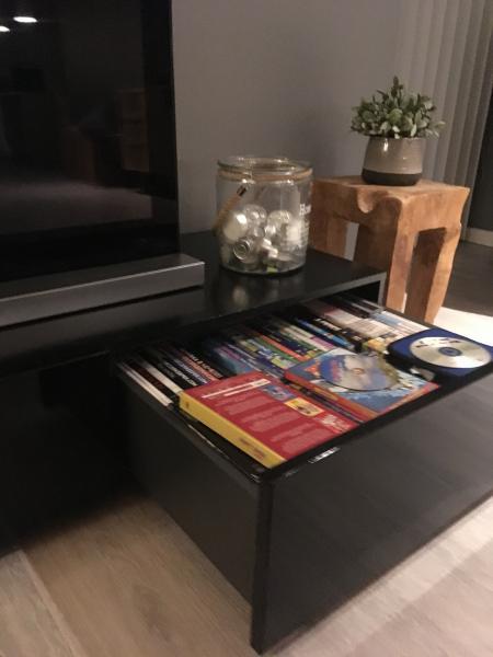 Sort Tv møbel fra Idémøbler