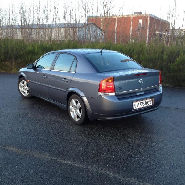 Opel vectra 1.8 16v 122 elegan - Thomsensgade 20 D - Årg. 2003, benzin km. 110000. Synet 03-17. Super bil som skal ses. Nye bremser, køler og udstødning. Monteret med vinterdæk. Org. Alu m/sommerdæk medfølger. - Thomsensgade 20 D