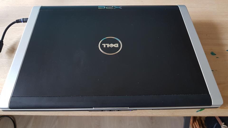 Dell XPS M1530 - Strandvænget 65 - Velholdt udgave af denne fine model fra den fornemme XPS serie. Med bl. a hdmi, Blu-ray drev osv. 2.60 GH, 320 GB HD, 4gb ram. Batteritid ca 1 time. Org fjernbetjening og strømforsyning medfølger. Nypris 12.000,- - Strandvænget 65