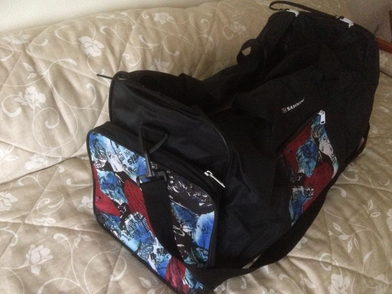 Sportstaske - Fyrvejen 40 - Næsten ikke brugt. Også fint som weekend taske. Udover alm. bæreremme er der skulderrem. Mål : 68 cm lang og 29 cm bred. Kan hentes i Nykøbing Mors og Skive. - Fyrvejen 40