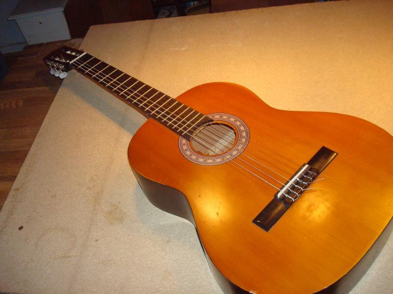 Spansk guitar - Furvej 17, Selde. - Guitar Encore DRC50 Nye strenge - Furvej 17, Selde.