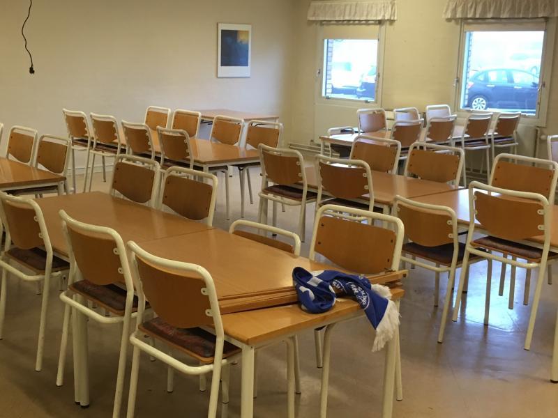 Brugte møbler sælges billigt - Skyttevej 12 - Hej, vi har i Skive fH fået nye møbler i vor nye klublokaler. Derfor sælges de gamle, til MEGET billige penge. Der er også enkelte rumdelere. Henvendelse Viggo Villadsen – 2168 3960 - Skyttevej 12