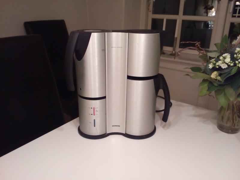 Siemens Porsche kaffemaskine - Dølbyvej 157 - Siemens Porsche kaffemaskine i rigtig fin stand sælges billigt for kr 450. Er nedsat fra kr. 600,00. - Dølbyvej 157