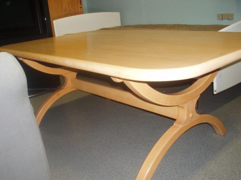 Sofabord - Torpager 2, Durup - Lyst træ, antageligt bøg. Formspændt understel. Bordpladen har nogle ridser hist og her, som kan slibes væk evt. Længde: 136. B: 82 cm. Højde: 52 cm. - Torpager 2, Durup