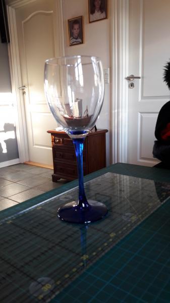 Flotte vinglas - Fjordvej 15 - Virkelig flotte glas. Der er følgende: 16 champagne 16 rødvin 14 hvidvin Samlet 600kr eller 15kr/stk. - Fjordvej 15