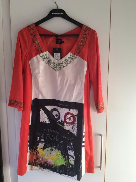 Kjole - Bilstrupparken 55 - Helt ny creton jeans kjole med Poul Pava print. Str. 40 Ny pris 1599kr - Bilstrupparken 55