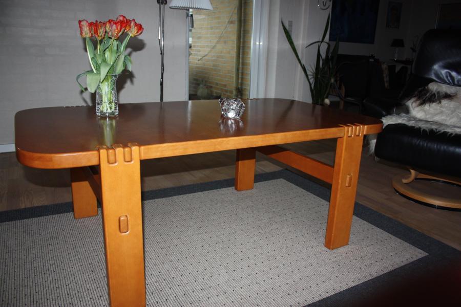 Sofa og hjørnebord - Egerishave 22 - Sofabord lakeret 140x 78 x 53 og hjørnebord 57x57x53. - Egerishave 22
