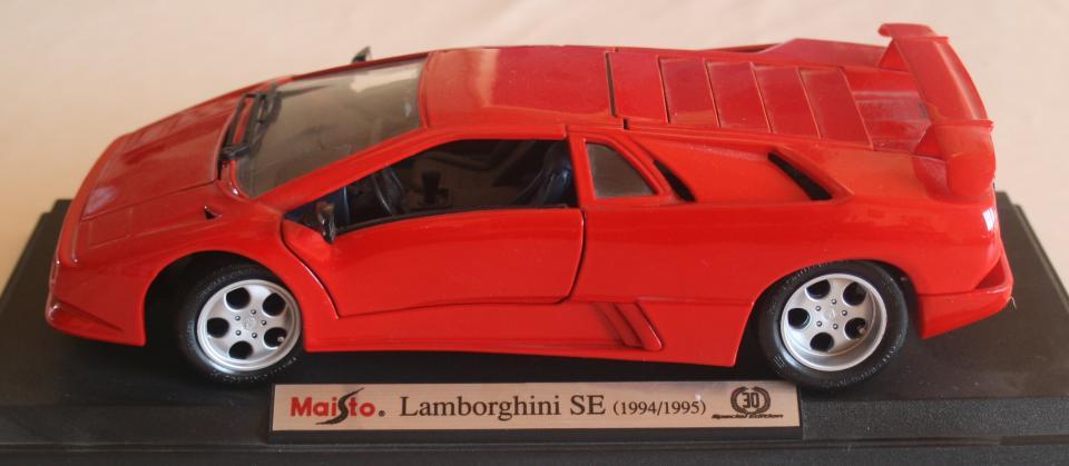 Modelbil 1/18 - Pilevej 46 - Lamborghini SE (1994/1995) - Pilevej 46