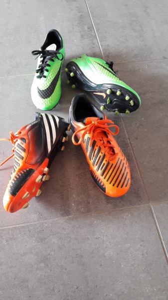 Fodboldstøvler - Kirsebærvej 63 - Rigtig pæne og minimal slid. Orange adidas str 38 og grønne nike str 38.5 75 kr. Pr. Par - Kirsebærvej 63