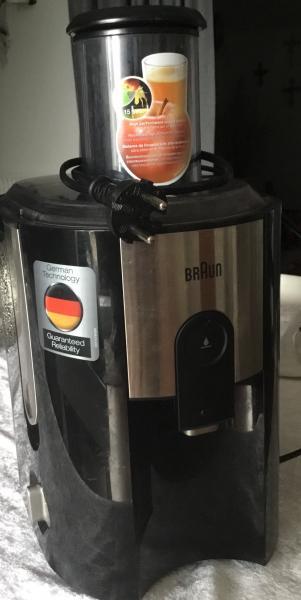 Juicer - østertorv 12a 1st - Braun juicer, 1 år gammel. Kun brugt få gange. Rigtig god juicer. Nypris 599kr - østertorv 12a 1st