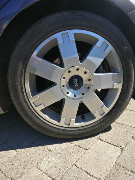 Fire 17″ alufælge til Ford - Elmevej 7 - De er to af dækken der er et år kørt Ca. 4000 km. De to andre er af ældre årgange - Elmevej 7