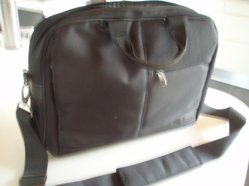 TARGUS computertaske - Hedevænget 16 - Taske for optimal beskyttelse. Plads til oplader og papirer. Sort. med aftagelig skulderrem. Mål: 45 x 35 x10 cm. Som NY! - Hedevænget 16