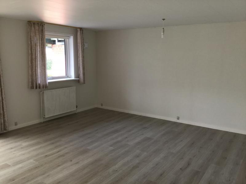 Andelsbolig i Roslev - Blommevænget - Super dejlig andelsbolig på 84 m2 , med nye gulve og loft samt nyt køkken. Fældes udgifter 1100,00 - Blommevænget