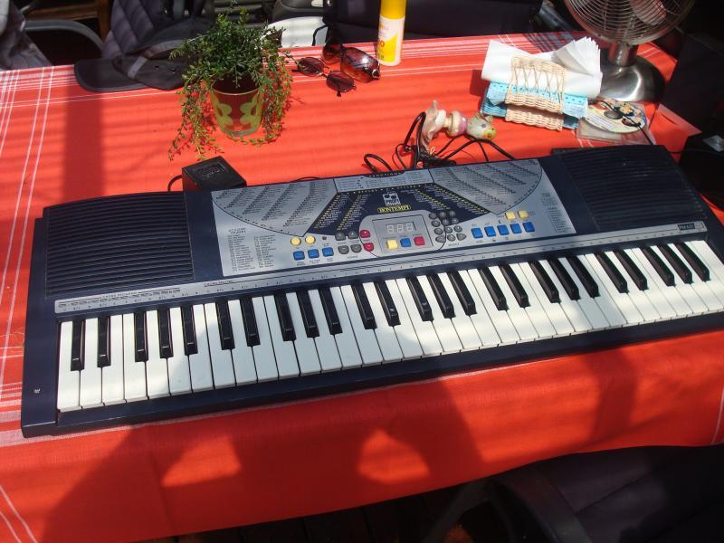 Bontempi keyboard - Furvej 17, Selde. - Fin keyboard. - Furvej 17, Selde.