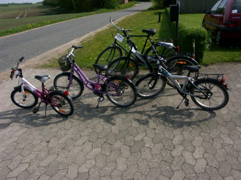 Cykler - Præstegårdsbakken 14 Thorum - foto er smagsprøve — Jeg har ca 30 – herre , dame , pige – drenge cykler de fleste priser er mellem 300 – 500,- jeg har også nogle cykler til reservedele kom og kig – prøv — men ring først - Præstegårdsbakken 14 Thorum