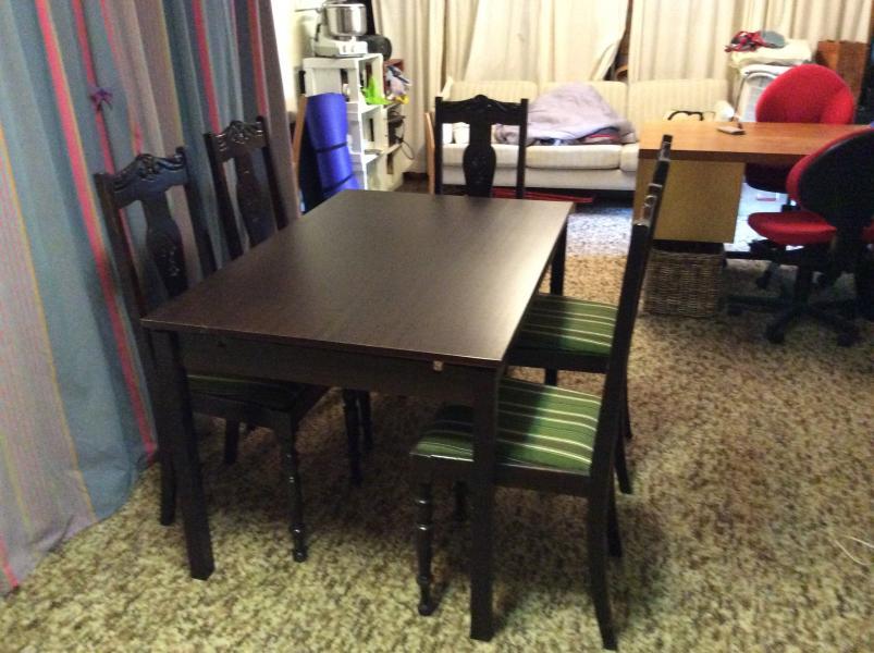 Spisebord m udtræk, 5 stole