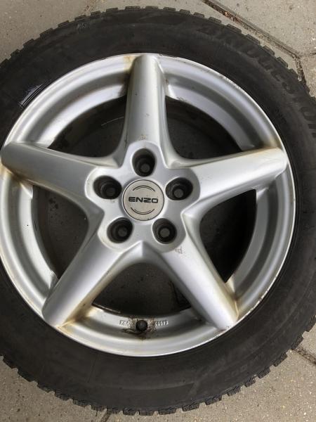 """Enzo 16"""" alufælge m. vinterdæk - Brøndumsgade 31 - Enzo 7jx16EH2+ – passer til Mazda 5 og sikkert flere biler (har ikke den store forstand på typen) 2 Vredestein og 2 Bridgestone dæk. Meget mønster – se billede. - Brøndumsgade 31"""