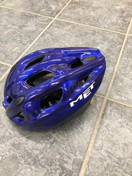 Cykelhjelm sælges