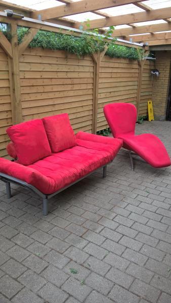 Sovesofa og stol - Vesterlund 25 - Sovesofa og lækker stol som kan ligges ned sælges købt i idenyt i en god kvalitet sovesofa har jeg også i mørkeblå. - Vesterlund 25