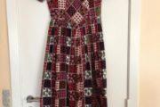 Håndsyet kjole