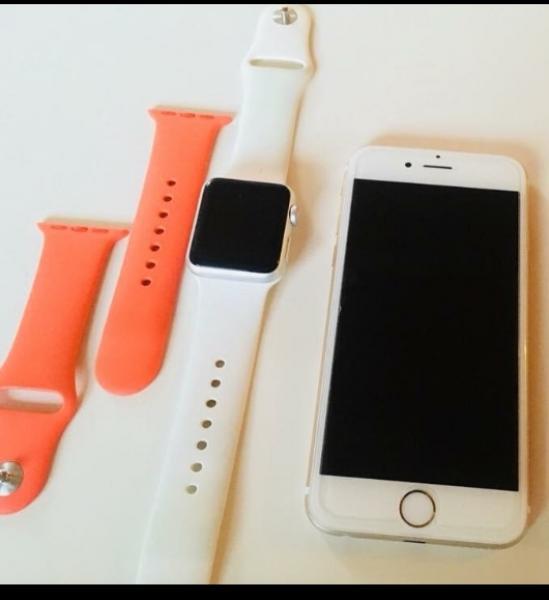 Iphone 6s og apple watch - Prinsensvej 5 - Hej jeg sælger her min iphone 6s 16gb i farven guld. Den er fra i år men kvitteringen kan jeg ikke finde. Den er pæn som ny ingen ridser og altid har cover og panser glas på. Der sidder panserglas på og der medfølger et guld glitter  - Prinsensvej 5