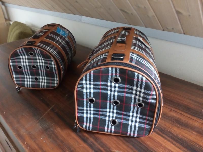 Flotte transport tasker sælges - Dølbyvej 157 - Flotte transport tasker sælges. Der er 2 størrelse aldrig brugt. Pris kr 60 for den store og kr 50 for den anden. Begge kan købes for kr 100. - Dølbyvej 157