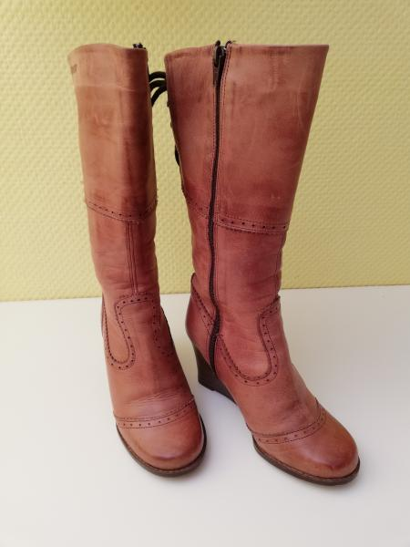 Læder støvler - Hasselvej 20 - Læder støvler, sixtyseven. Roa/Mona farve str 36. Er meget lidt brugt, højde Ca 36 cm. - Hasselvej 20