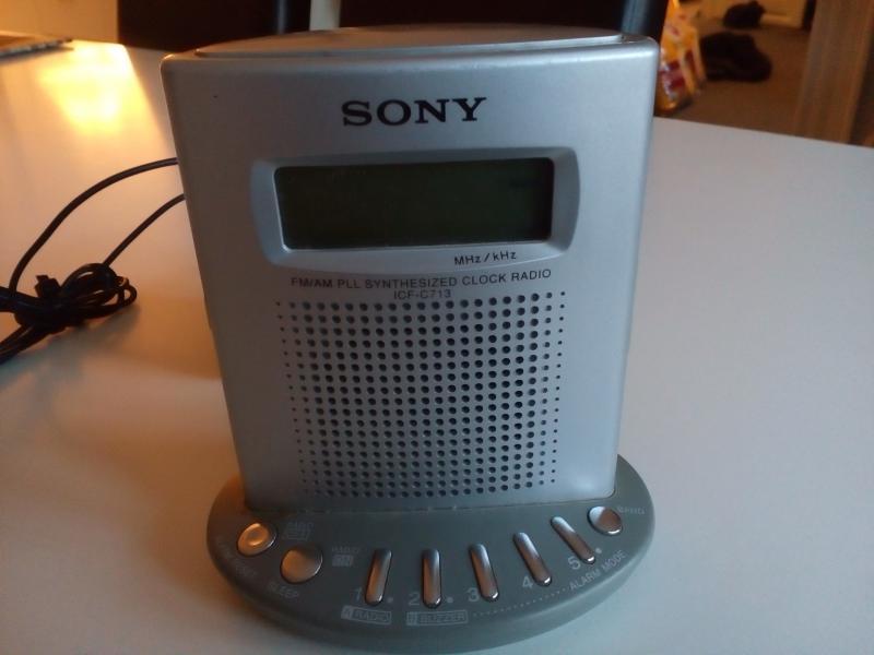 Sony clockradio sælges