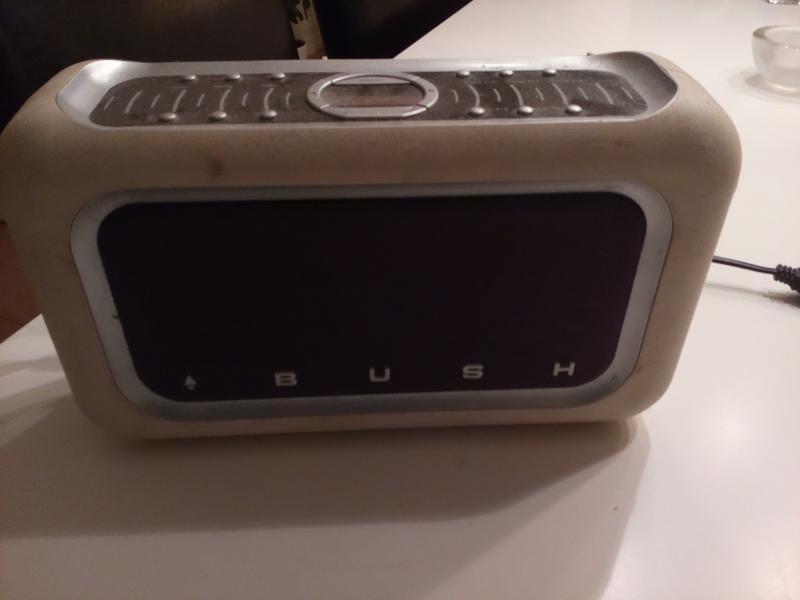 Bush radio sælges