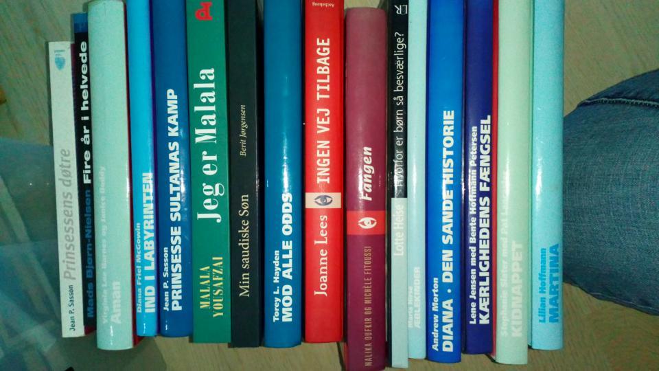 Bøger - Neder Hjerkvej 25 - Bøger: Romaner, selvbiografi, fra virkelighedens verden…. Giv gerne et samlet bud på alle eller nogle af bøgerne… 5,- 10,- eller 20,- BYD (DU BESTEMMER PRISEN) - Neder Hjerkvej 25