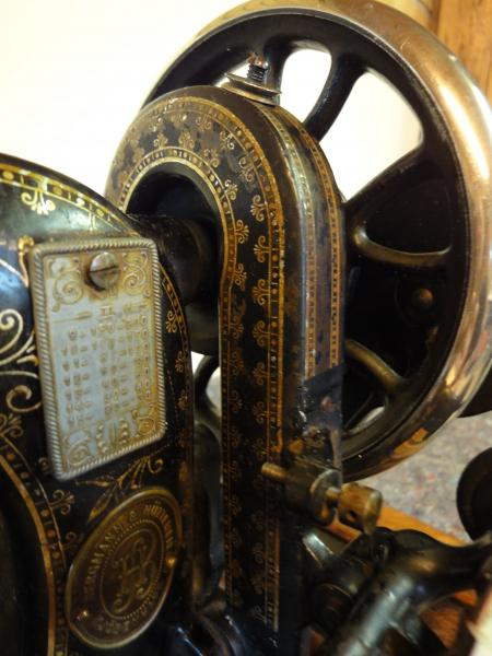 Symaskine, 100 år gl.