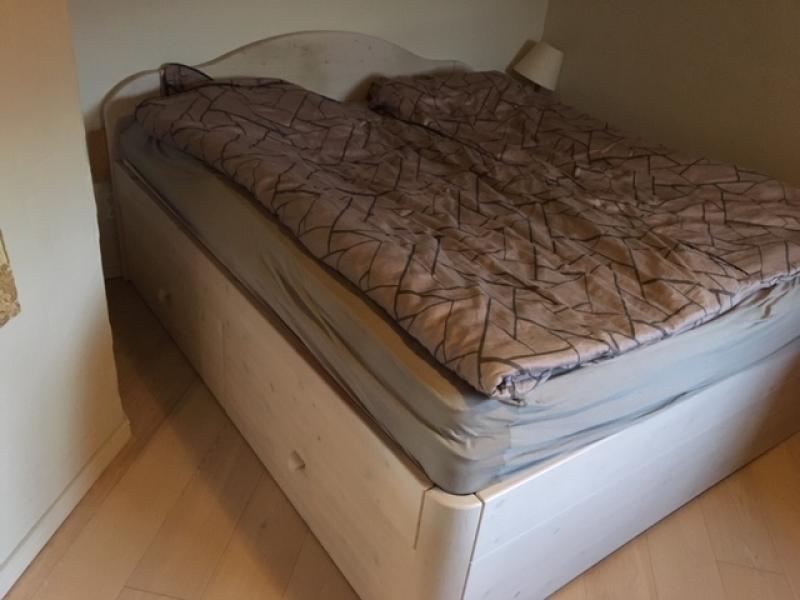 Dobbelt seng med 4 skuffer