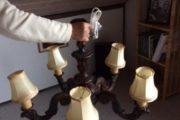 gammel lampe i træ