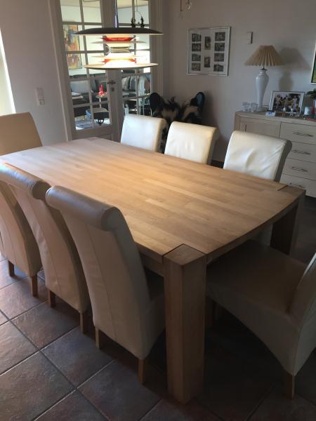 Egetræsplankebord og 8 stole