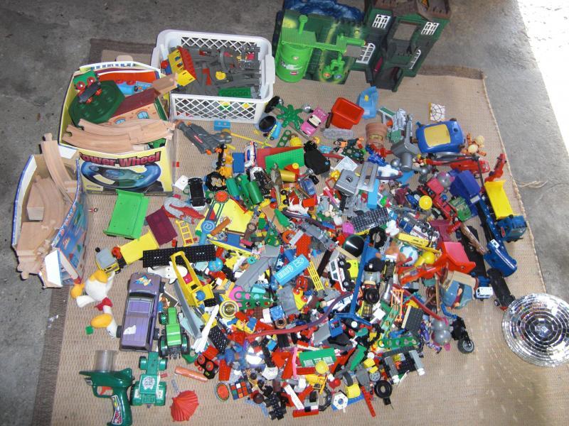 Lego og meget andet.