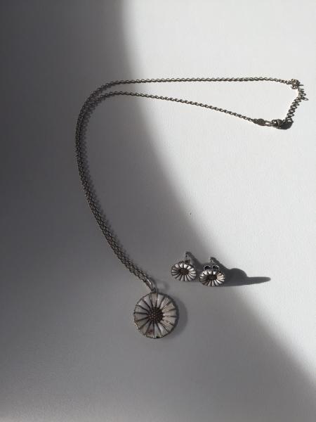 Marguerit halskæde og øreringe
