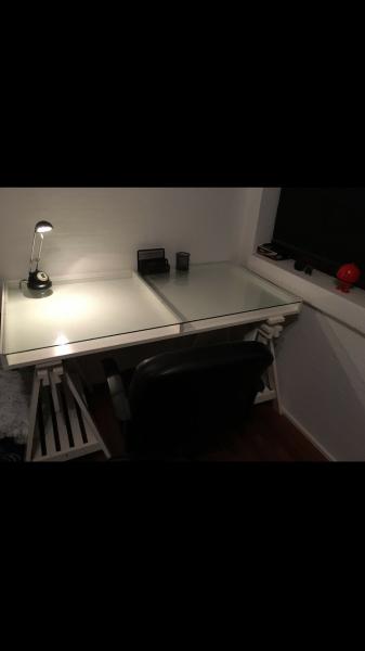 Skrivebord m/kontorstol