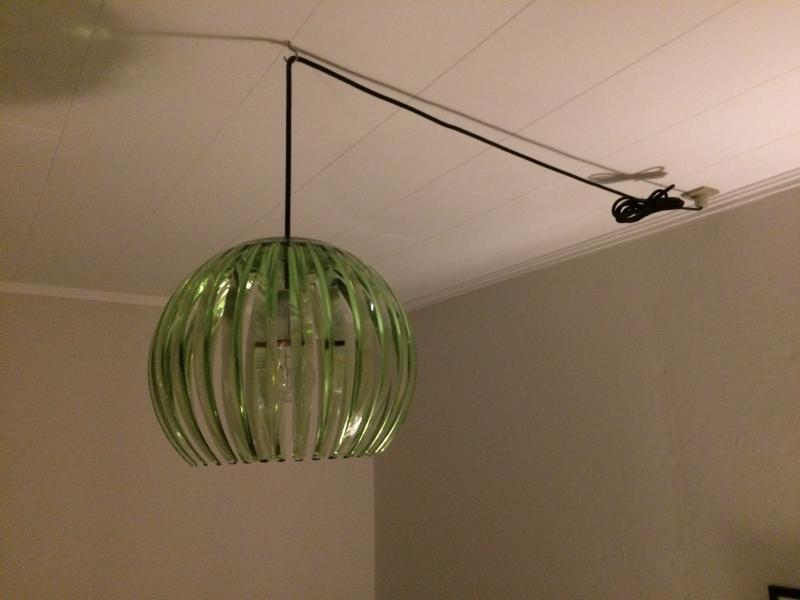 Lampe - Oddense - Lampe – limegrøn fra Colors Copenhagen. 28 cm – 5 m. sort stofledning. Fin stand/ikke ryger. - Oddense